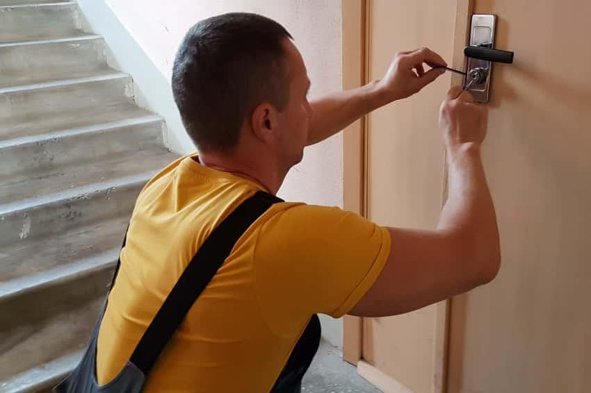 Вскроем дверь любой сложности
