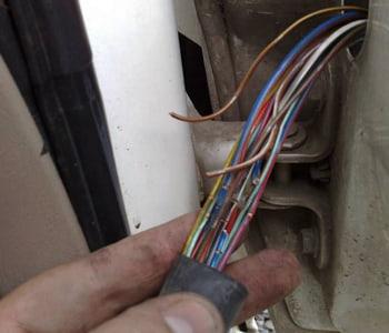 Повреждение проводов в гофре авто