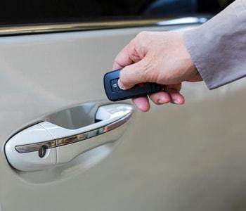 Открытие двери авто с брелока