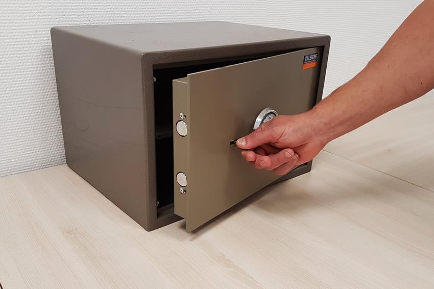 Вскрытие сейфа без повреждений